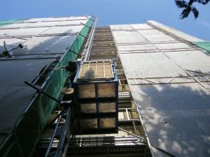 Elevatore elettrico per il trasporto di merci e persone.